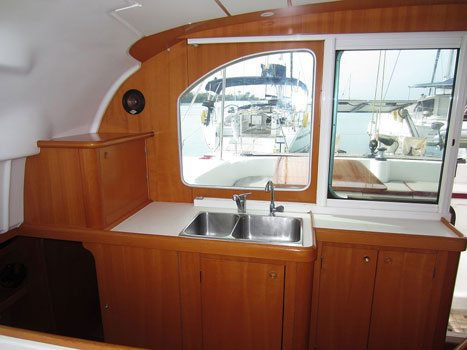 Catamaran boat rental in True Blue,