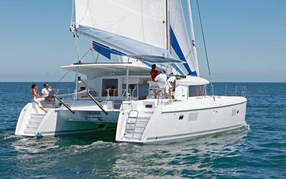 This 41.37' Lagoon cand take up to 8 passengers around St. George'S