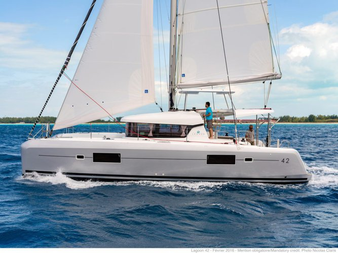 Catamaran boat rental in True Blue,
