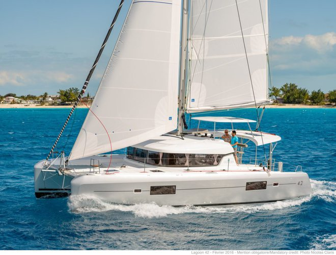 This 42.0' Lagoon cand take up to 6 passengers around True Blue