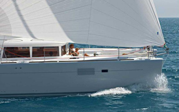 Discover Blue Lagoon surroundings on this 450 Owner Version Luxe Lagoon boat
