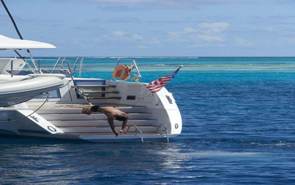 This 41.0' Bali cand take up to 12 passengers around Abaco