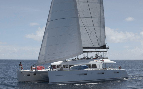 Charter a luxurious & comfortable catamaran in Bahamas