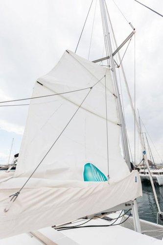 Discover Saronic Gulf surroundings on this Lagoon 380 Lagoon-Bénéteau boat