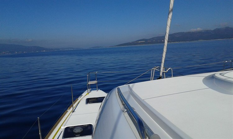 Discover Ionian Islands surroundings on this Lagoon 39 Lagoon-Bénéteau boat