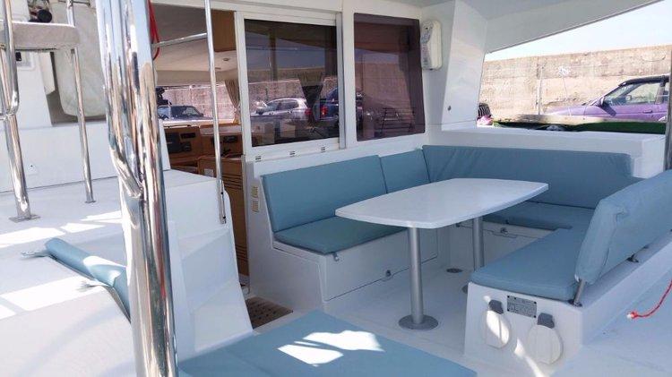 Discover Balearic Islands surroundings on this Lagoon 400 Lagoon-Bénéteau boat