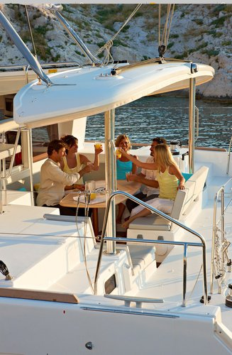 Up to 12 persons can enjoy a ride on this Lagoon-Beneteau boat