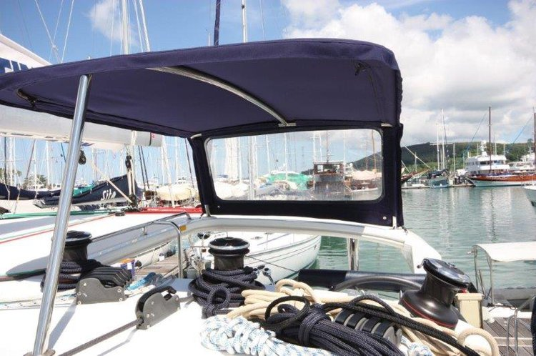 Discover Phuket surroundings on this Lagoon 400 Lagoon-Bénéteau boat