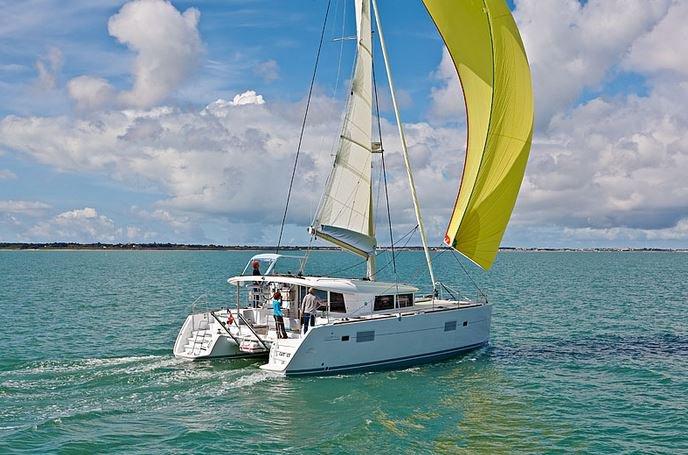 Climb aboard this Lagoon-Bénéteau