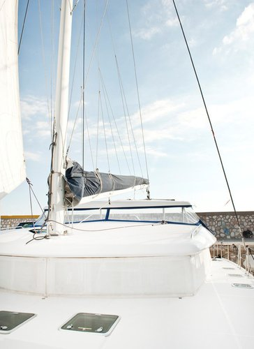 Discover Cyclades surroundings on this Lagoon 420 Lagoon-Bénéteau boat