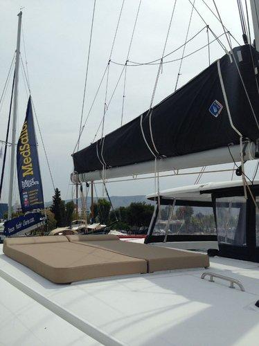This 41.0' Lagoon-Bénéteau cand take up to 8 passengers around Saronic Gulf