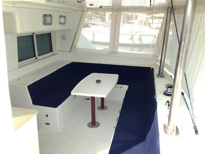 This 44.0' Lagoon-Bénéteau cand take up to 8 passengers around Saronic Gulf
