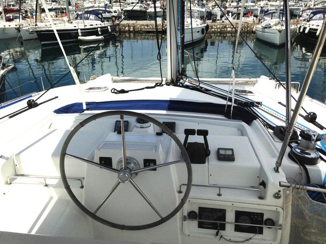 Discover Saronic Gulf surroundings on this Lagoon 440 Lagoon-Bénéteau boat