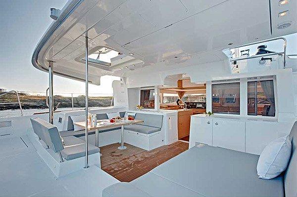 Discover Aegean surroundings on this Lagoon 450 Lagoon-Bénéteau boat