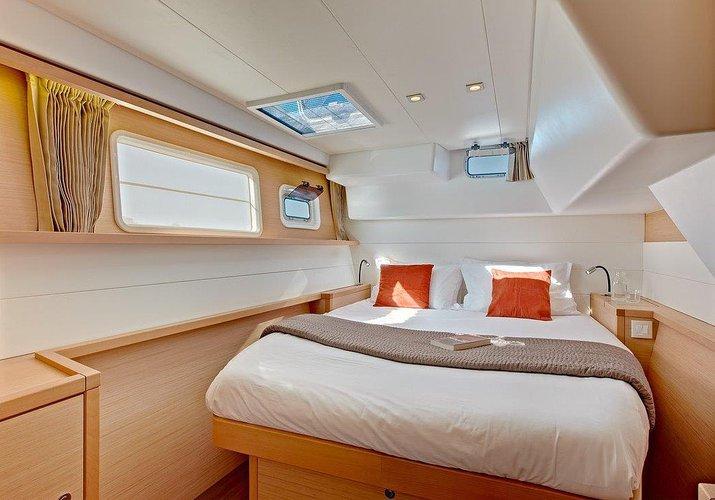 Discover Balearic Islands surroundings on this Lagoon 450 F Lagoon-Bénéteau boat