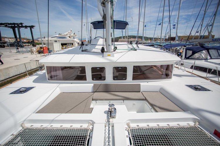 Discover British Virgin Islands surroundings on this Lagoon 450 F Lagoon-Bénéteau boat
