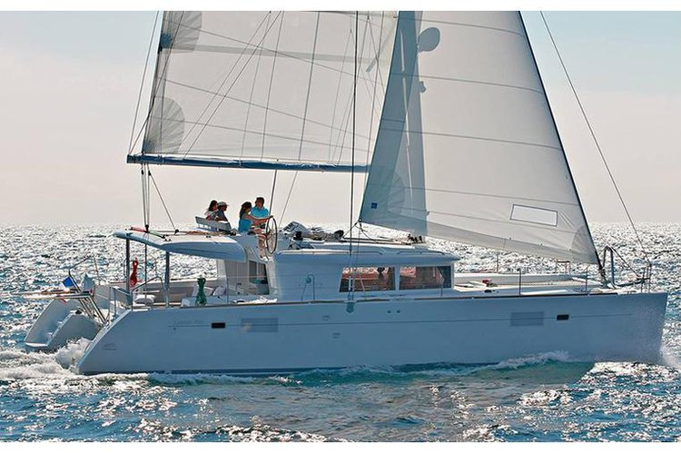 This 45.0' Lagoon-Bénéteau cand take up to 8 passengers around Saronic Gulf