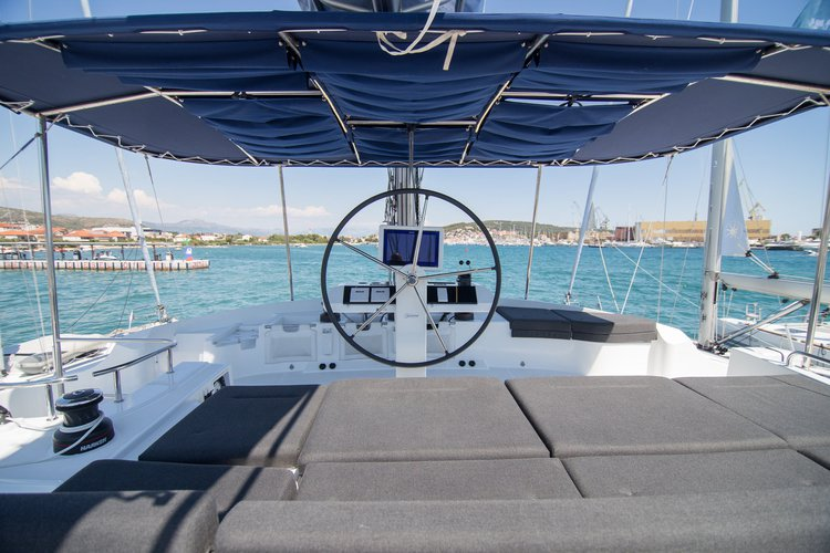 Up to 13 persons can enjoy a ride on this Lagoon-Beneteau boat