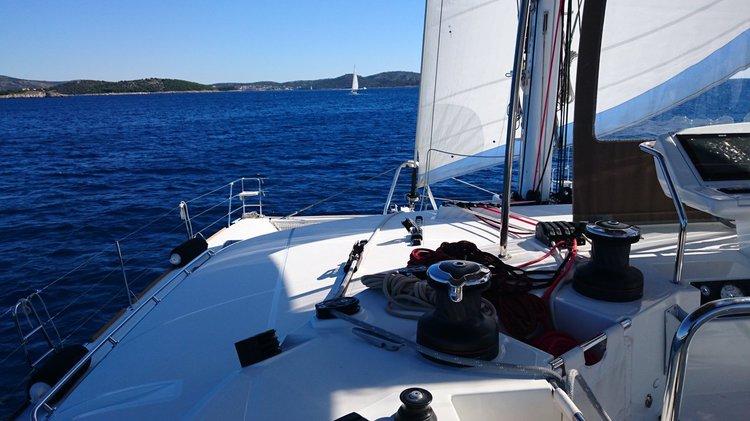 Discover British Virgin Islands surroundings on this Lagoon 560 S2 Lagoon-Bénéteau boat