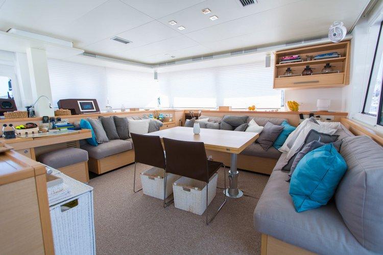 This 55.0' Lagoon-Bénéteau cand take up to 10 passengers around British Virgin Islands