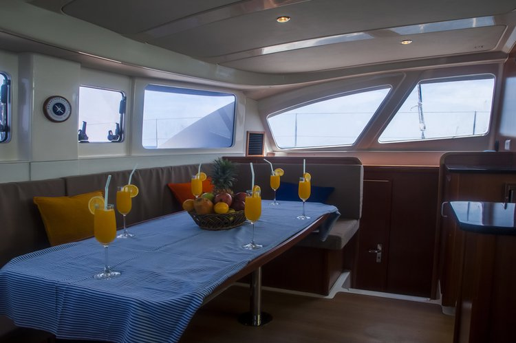 Discover Maldives surroundings on this Leopard 384 Leopard boat