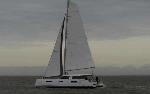 This 40.0' Nautitech cand take up to 12 passengers around Saint-Mandrier-sur-Mer