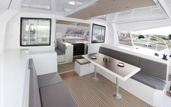 Discover Saint-Mandrier-sur-Mer surroundings on this 40 Open Nautitech boat
