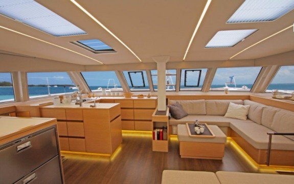 Discover Abaco surroundings on this 46 Fly Owner Version Nautitech boat