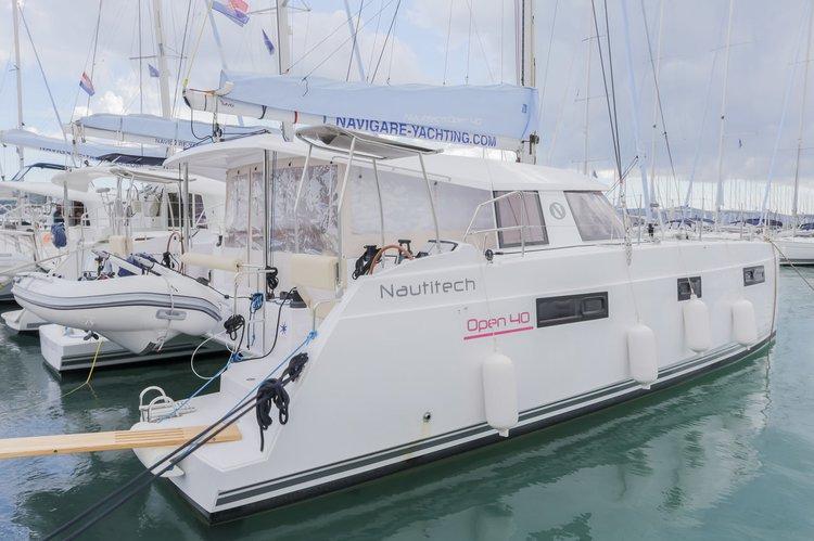 This 39.0' Nautitech Rochefort cand take up to 10 passengers around British Virgin Islands