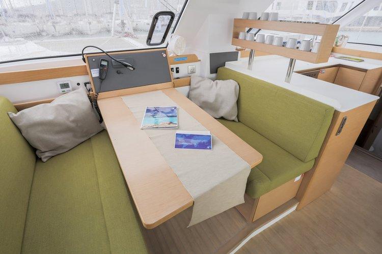 Discover British Virgin Islands surroundings on this Nautitech 40 Open Nautitech Rochefort boat