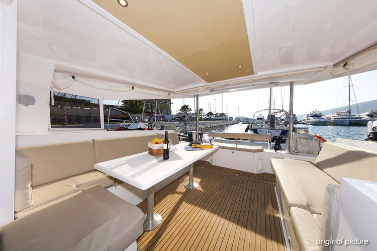Discover Split region surroundings on this Nautitech 40 Open Nautitech Rochefort boat