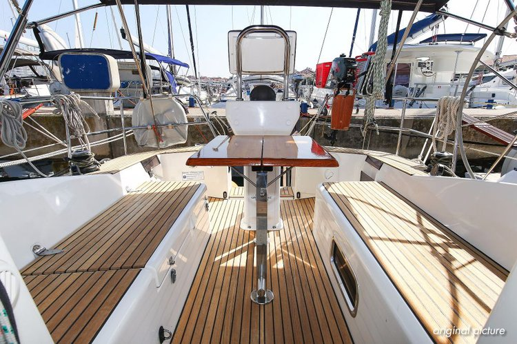Discover Zadar region surroundings on this Sunbeam 36.1 Sunbeam Yachts boat