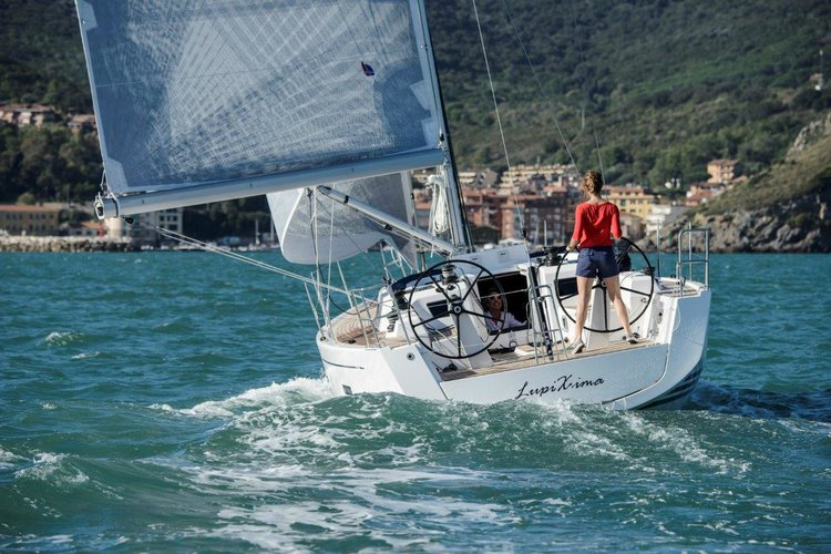 This 42.0' X-Yachts cand take up to 7 passengers around Split region