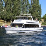 Dine & Wine in Washington onboard the raving motor yacht