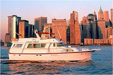 Have fun in New York onboard perfect mid-sized party yacht