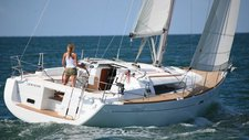 Take this Bénéteau Oceanis 37 for a spin !