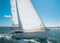 Explore France onboard this Beneteau Cyclades 39