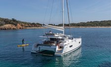 Take this Fountaine Pajot for a spin !