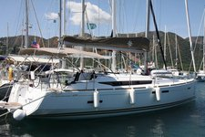 Enjoy luxury and comfort on this Jeanneau in Cyclades
