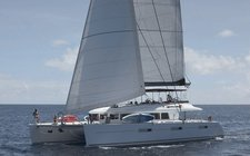 Charter a luxurious & comfortable sailing catamaran in Bahamas