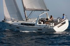 Set sail in Guadeloupe onboard 41' Cruising Monohull
