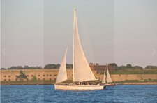 Enjoy cruising in Newport aboard this fantastic sloop perfect for small groups