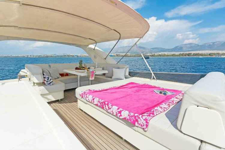 Boating is fun with a Motor yacht in Thessaloniki