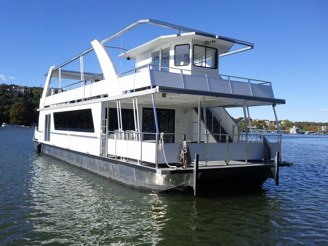 Catamaran boat for rent in Austin