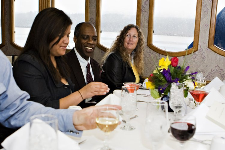 Motor yacht boat rental in Cascade Locks, OR