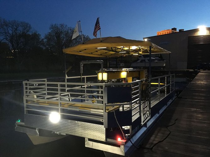 Up to 14 persons can enjoy a ride on this Pontoon boat