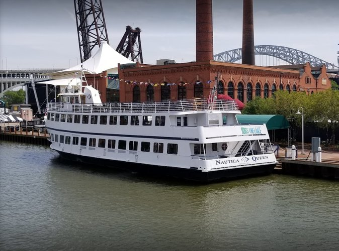 Explore Ohio onboard this splendid motor yacht