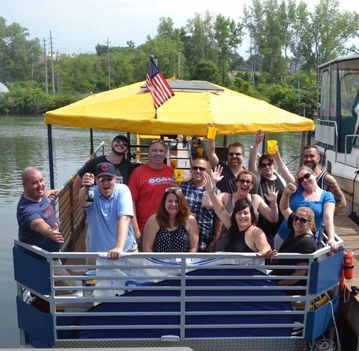 Pontoon boat for rent in Cleveland