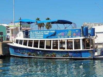 Have fun in Bermuda onboard 40 motor yacht