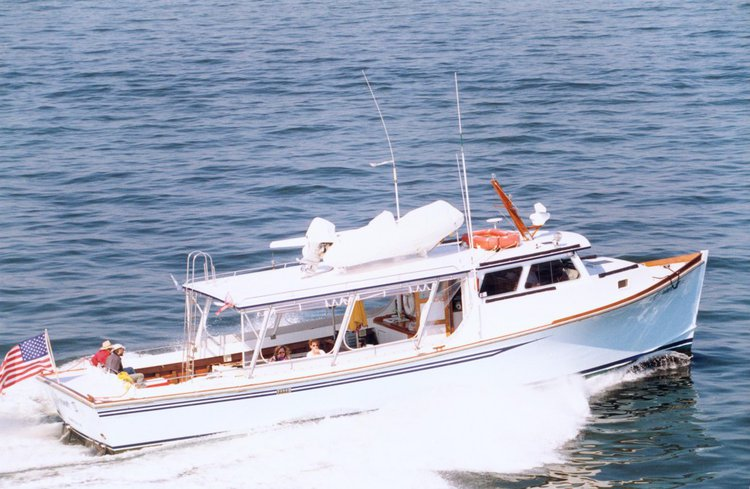 Charter 51' cozy & comfortable motor yacht in Virginia